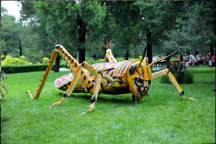 Wind Proof Artificial Sculpture With Animatronic Insects For Long Life Technical Support